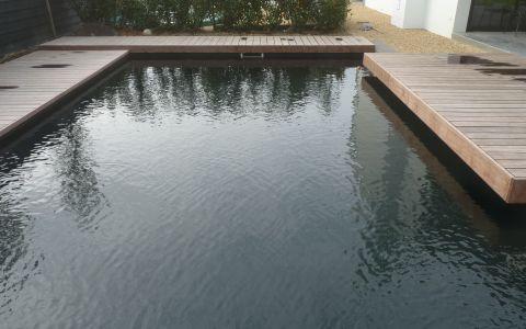 natuurlijk zwembad houten vlonders