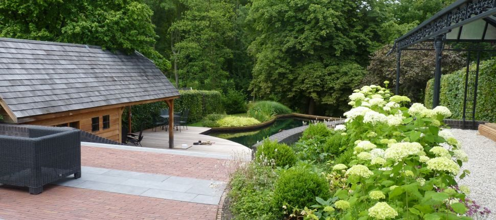 zwemvijver maastricht in tuin